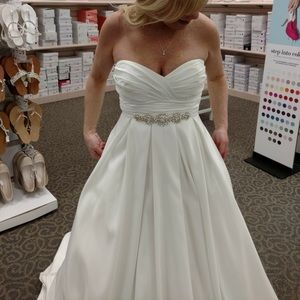 Vera Wang Taffeta Wedding Dress